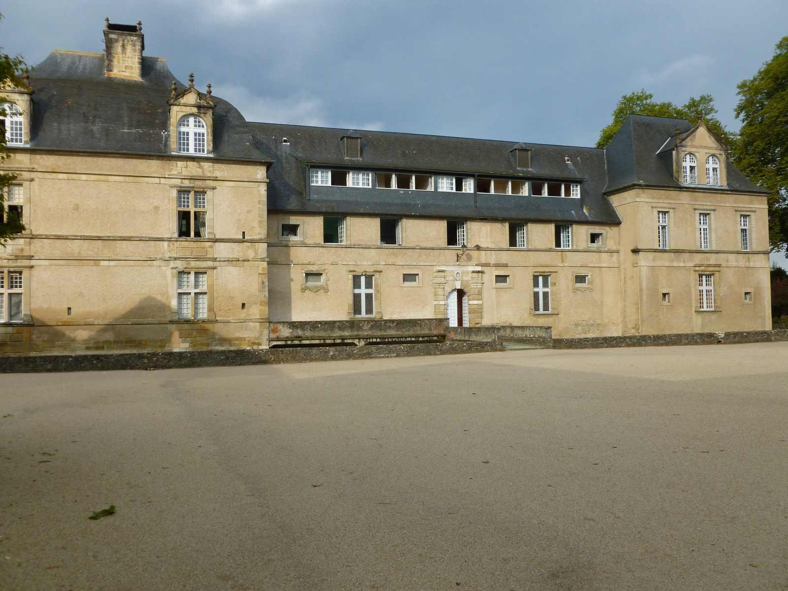 cour Saint Joseph  Ets Ste-Bernadette - château d'Audaux