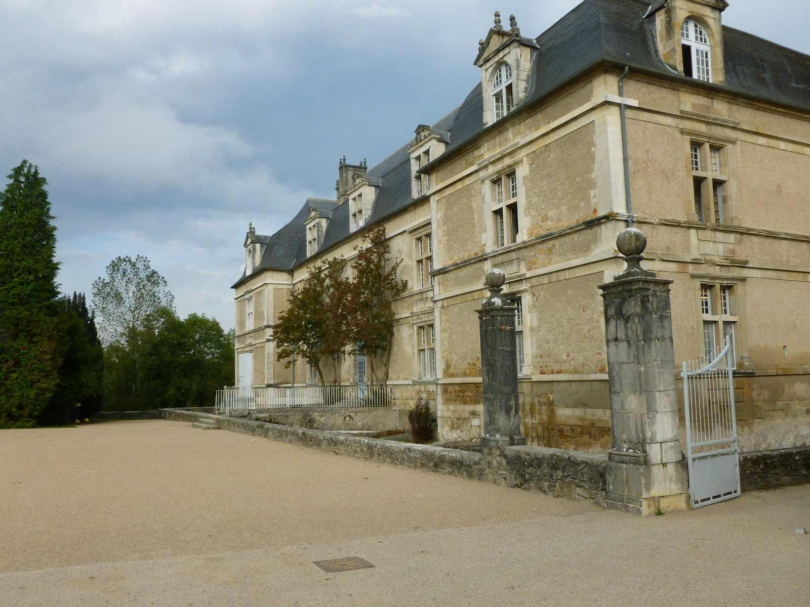 une façade du château d'Audaux