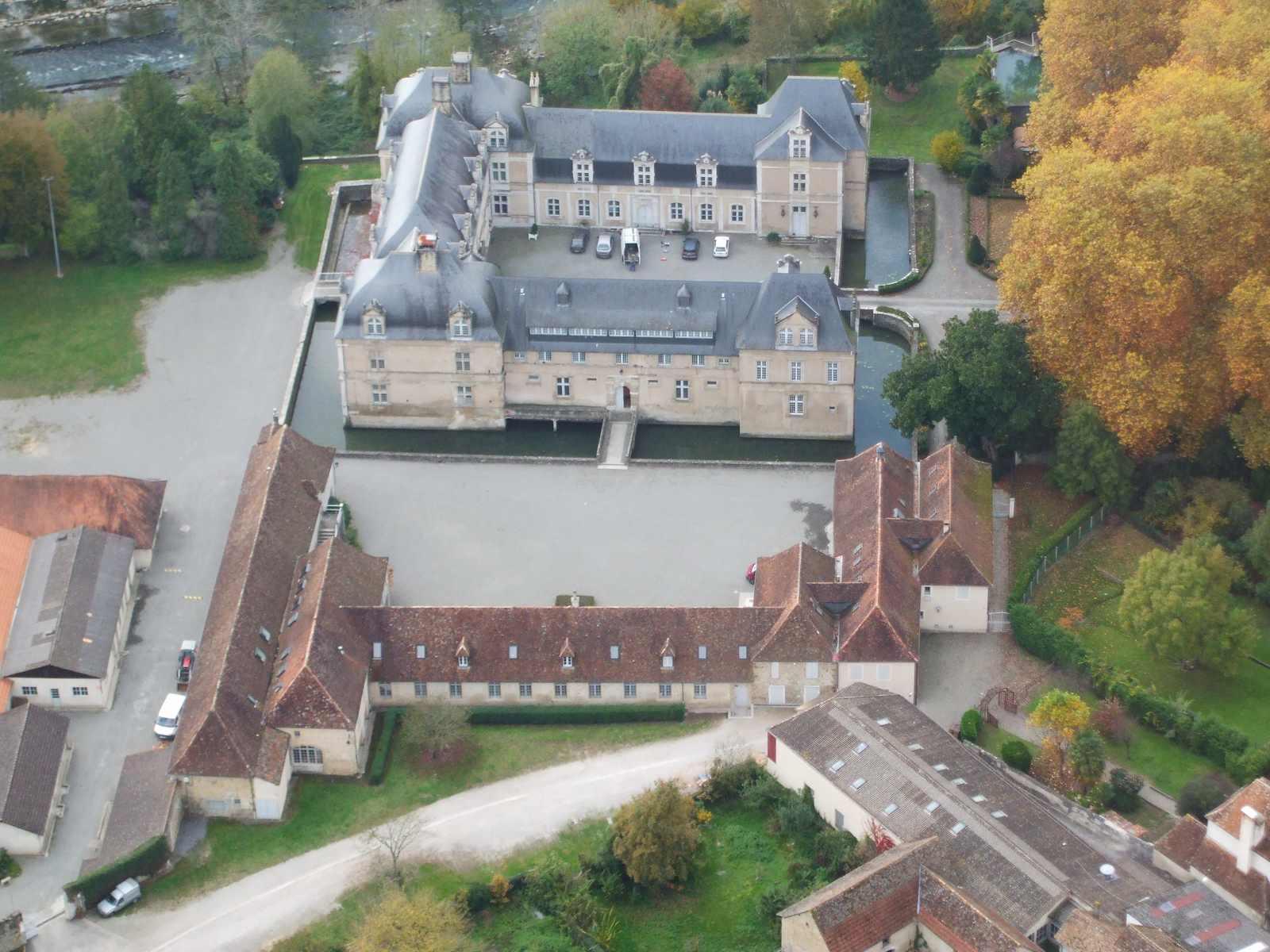 vue aérienne de l'ensemble du château d'Audaux