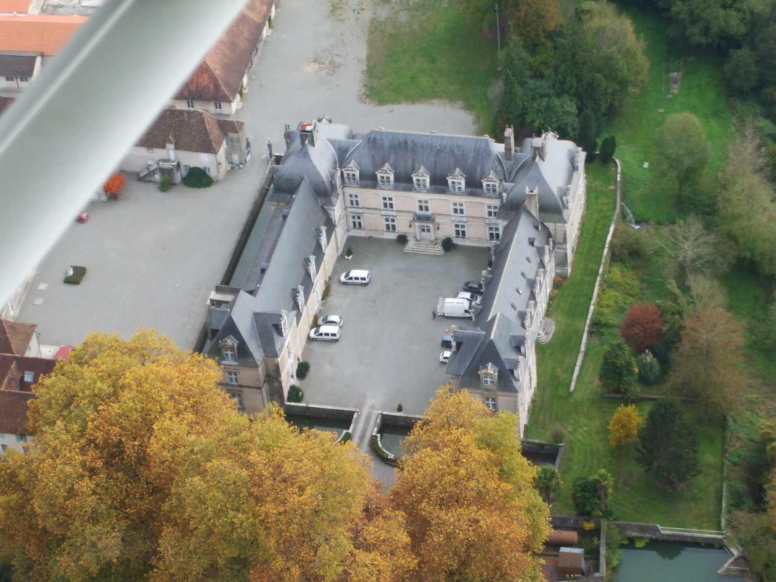 vue aérienne du château d'Audaux