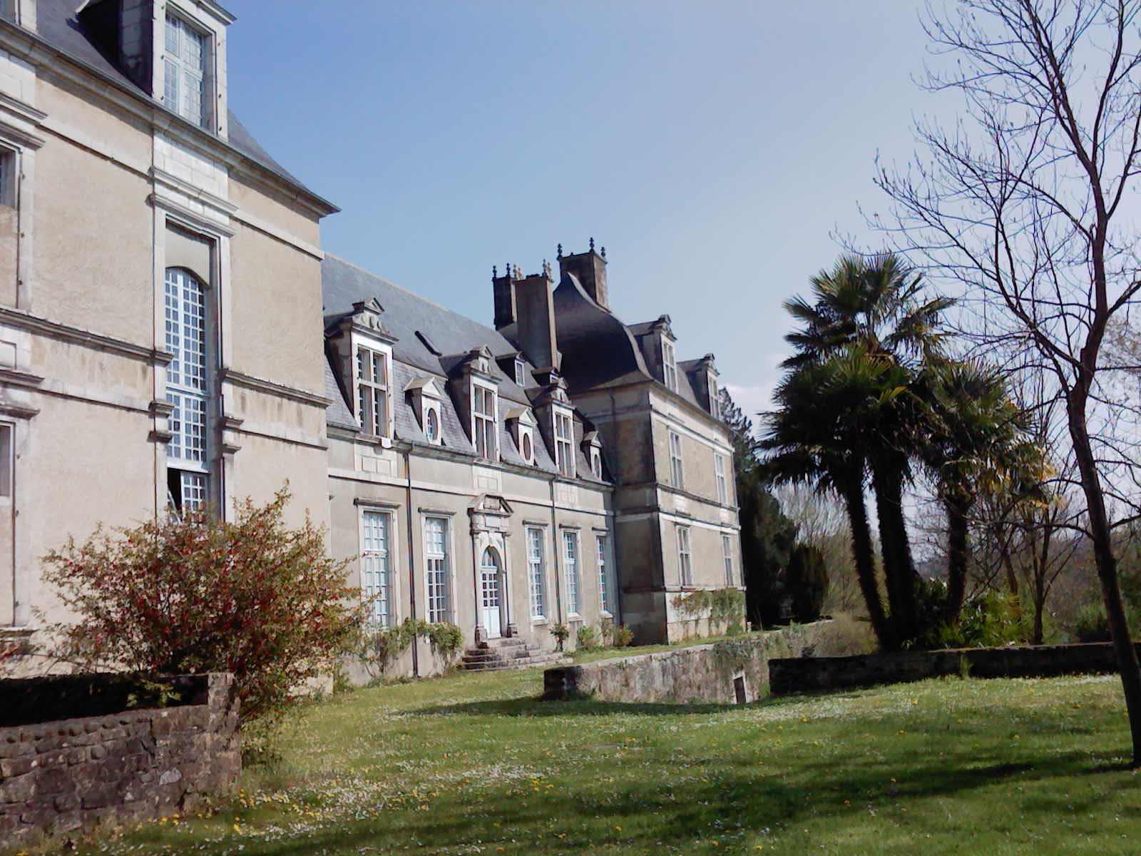 vue de l'aile administration. Château d'Audaux